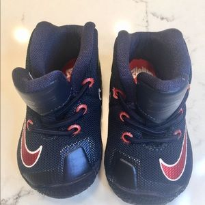 New nike infant booties